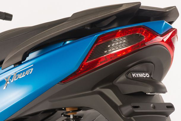 Skútr 125ccm - Kymco X-TOWN 125i ABS | koncové zadní světlo ve tvaru X