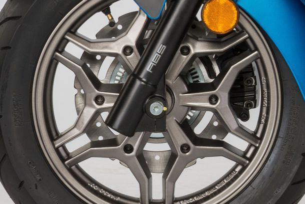 Skútr 125ccm - Kymco X-TOWN 125i ABS | kola z lehkých slitin